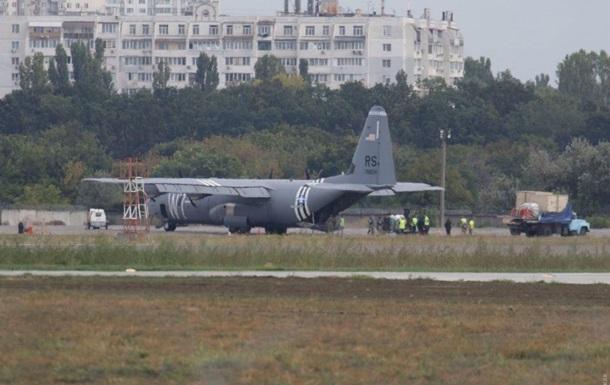 В Одессе аварийно сел военный самолет США