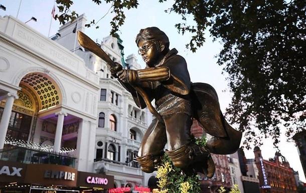 Пам ятник Гаррі Поттеру встановили в Лондоні