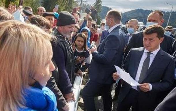 Зеленский проверил ход ликвидации последствий паводков на Буковине