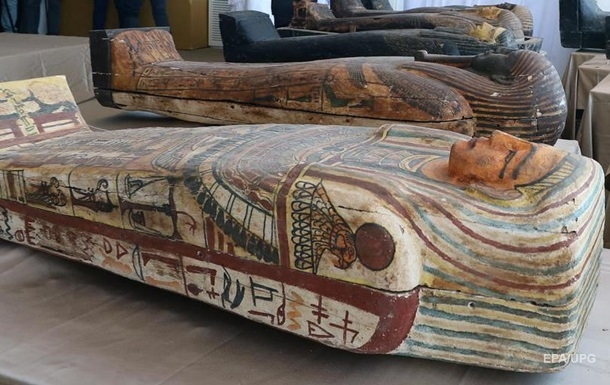 У Єгипті в гробницях знайшли 59 саркофагів з муміями