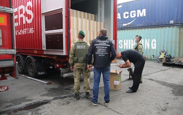 Контрабандисты пытались отправить в ЕС более двух миллионов пачек сигарет