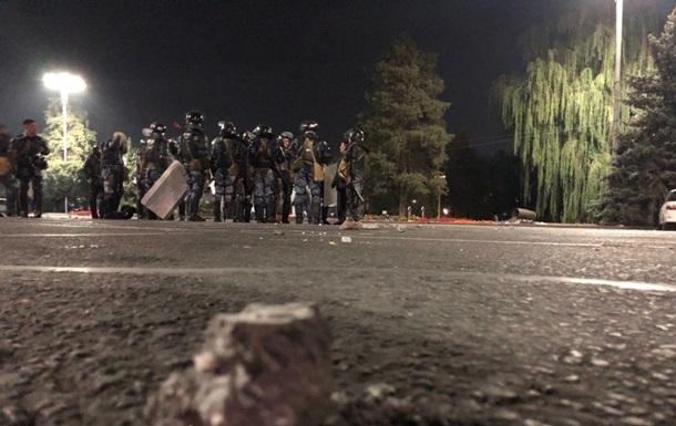 В Кыргызстане начали разгон митингующих
