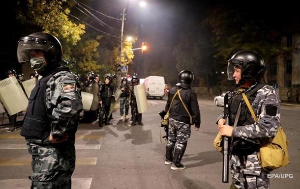 В протестах в Кыргызстане пострадали почти две сотни милиционеров