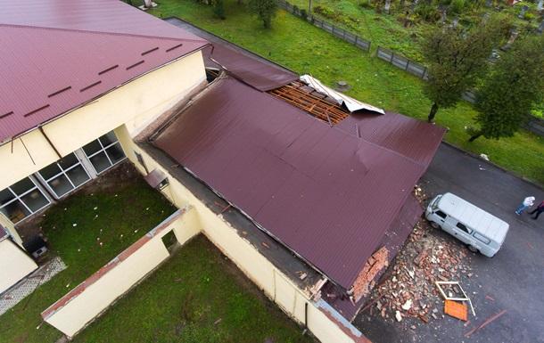 В Івано-Франківську буря викликала руйнування