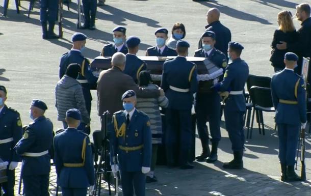 Зеленский наградил медалями погибших в авиакатастрофе под Чугуевом