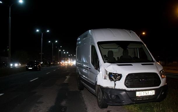 В пригороде Днепра микроавтобус сбил насмерть двух человек