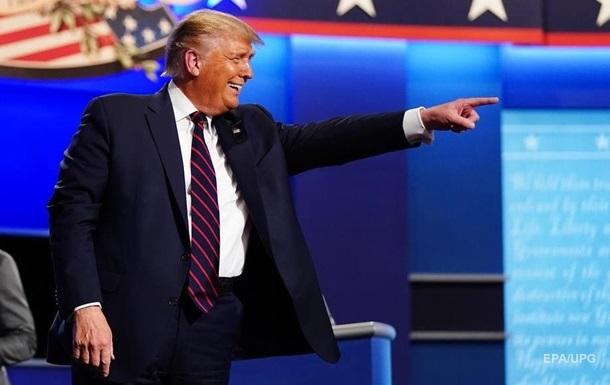 Хворий на коронавірус Трамп вимагає особистих дебатів з Байденом