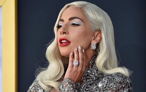 Леди Гага снялась топлес с  седыми  волосами
