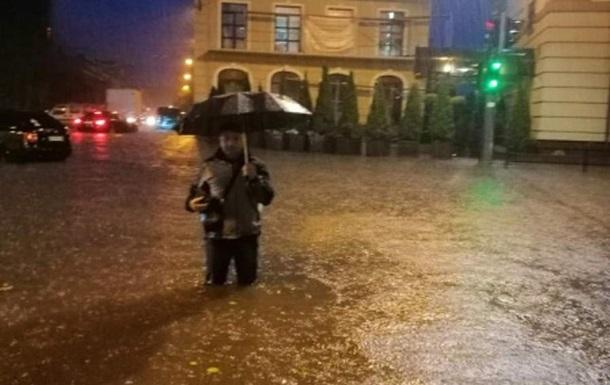 В Тернополе ливень затопил улицы