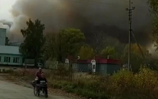 Под Рязанью горит военный склад, начались взрывы