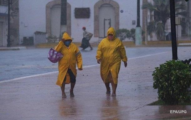 В Мексике сотни тысяч людей остались без света из-за урагана Дельта