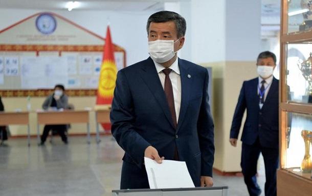 Криза у Киргизстані: президент не збирається йти у відставку