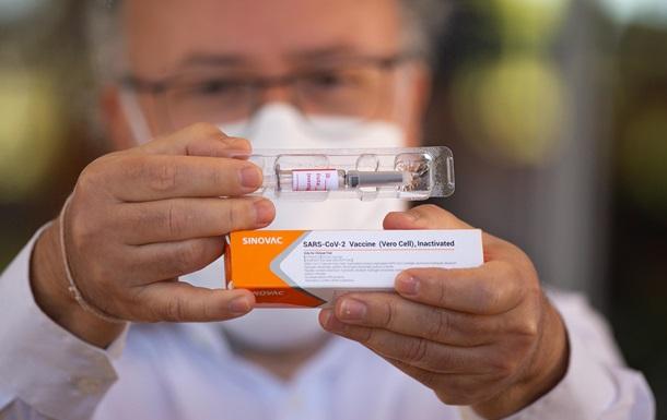 У вакцины-лидера много побочек. Что говорят ученые