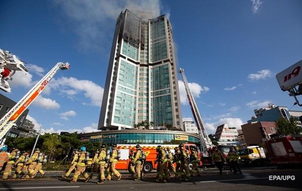 При пожаре в небоскребе в Южной Корее пострадали почти 90 человек