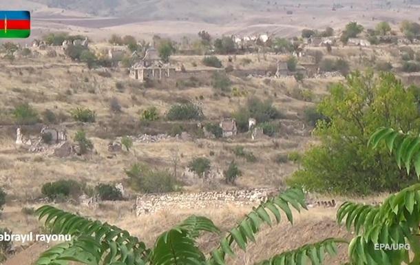 В Баку сообщили об интенсивных боях в Карабахе ночью