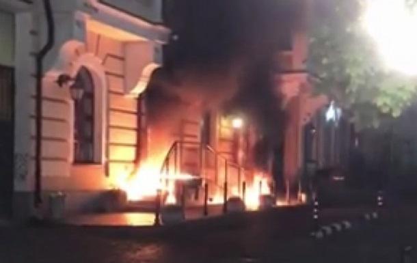 У Києві загорівся будинок на Воздвиженці