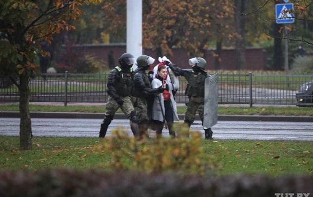 Протесты в Беларуси. Задержанных уже больше 300