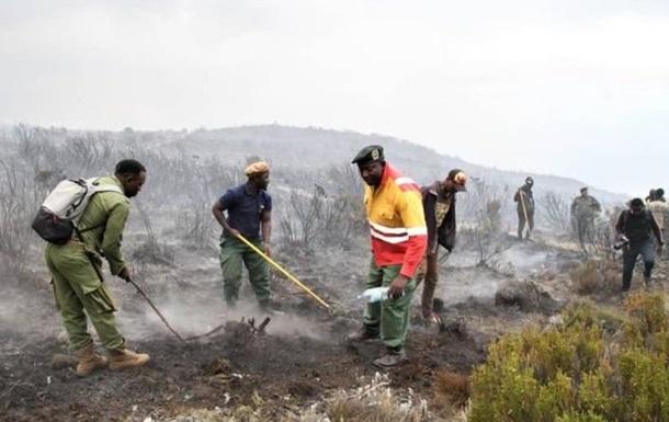На горе Килиманджаро пылает пожар