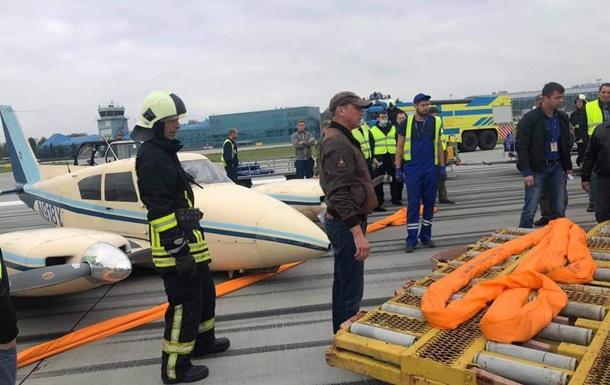 В аэропорту Львова потерпел аварию легкий самолет