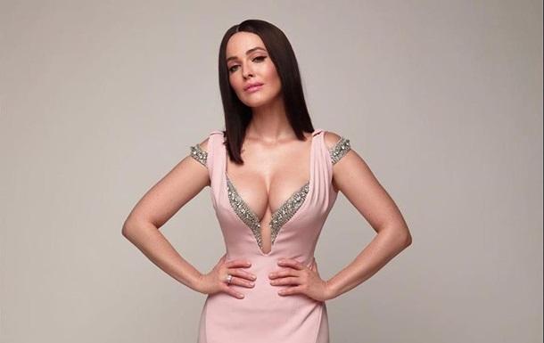 Даша Астафьева засветила грудь: фото