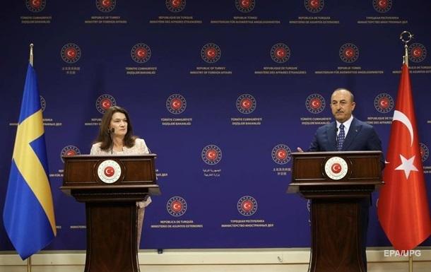 Главы МИД Турции и Швеции устроили перепалку во время пресс-конференции
