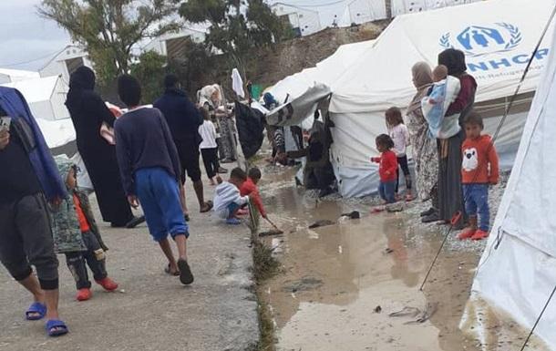 Новый лагерь для беженцев на Лесбосе частично затопило
