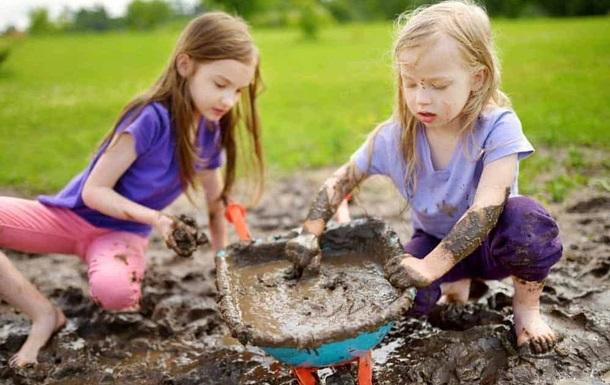 Детям полезно играть в грязи - ученые