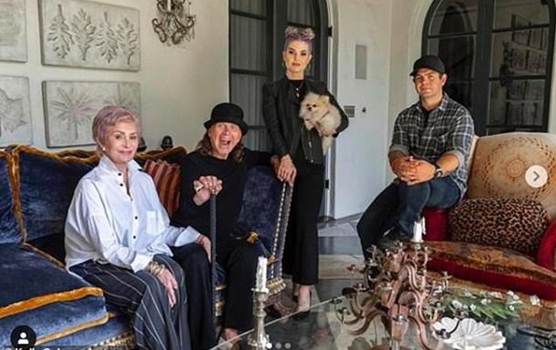 Келли Осборн похвасталась своим похудением на фото со знаменитой семьей