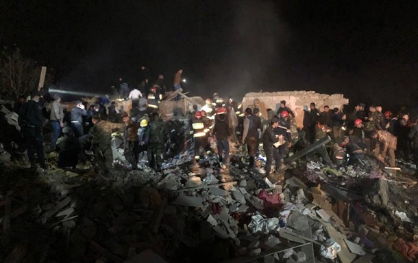 Баку: При обстреле Гяндже погибли 12 человек