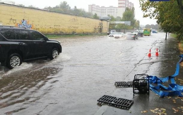 Сильный ливень затопил улицы Киева