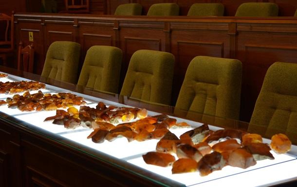 В Україні пройшов перший аукціон з продажу бурштину