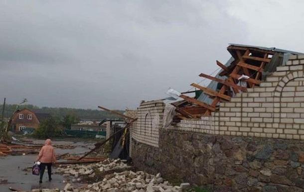 В Кропивницком ураган сносил крыши и валил деревья