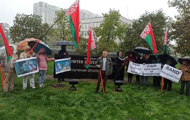 Белорусы взяли в осаду посольство США