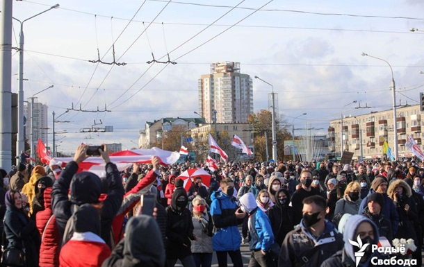 На протестах в Беларуси снова задерживают людей