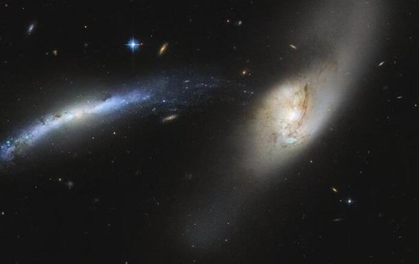 Ученые показали столкновение двух галактик