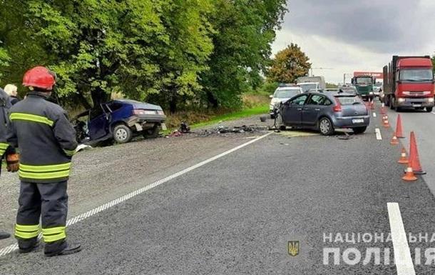 Під Львовом при зіткненні чотирьох авто загинуло троє людей
