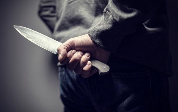 Кандидата в депутаты ударили ножом в Киевской области