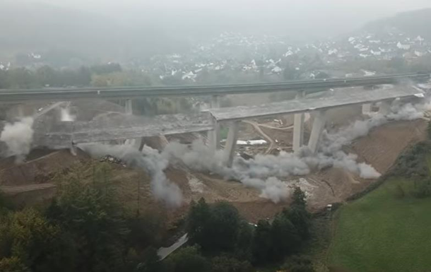 В Германии зрелищно взорвали старый мост