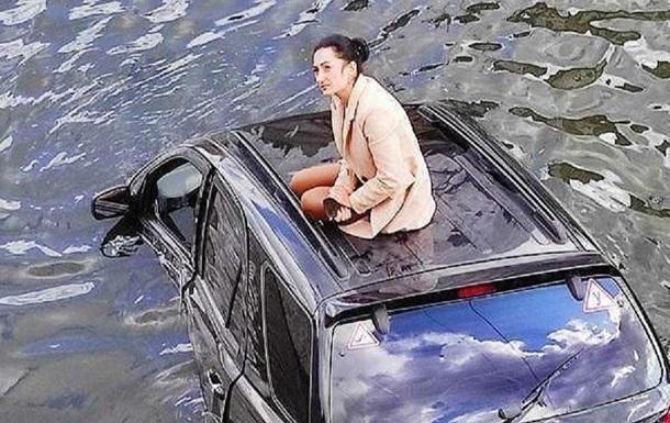 В Харькове девушка утопила авто и стала мемом