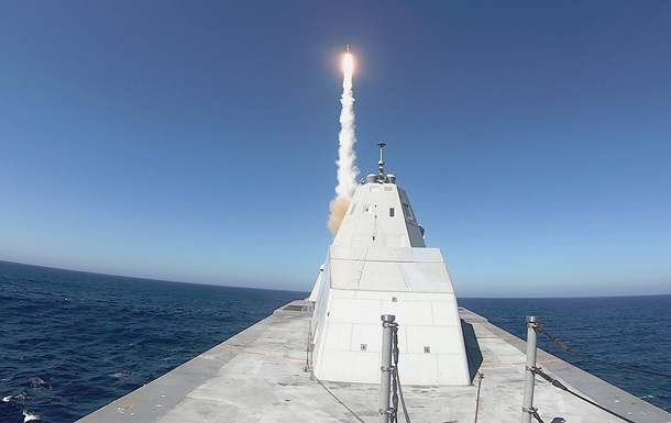 Стелс-эсминец США Zumwalt впервые провел стрельбы