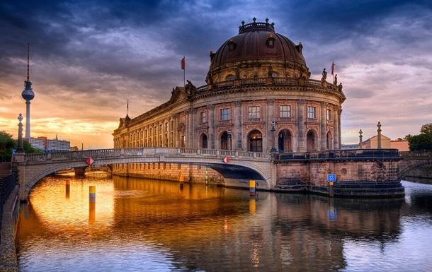 Вандалы повредили почти 70 экспонатов на Музейном острове в Берлине