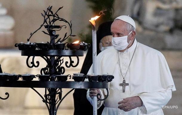 Папа Римський вперше вийшов на публіку в масці