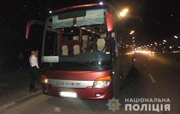 В рейсовом автобусе под Киевом пьяный ранил ножом пассажиров