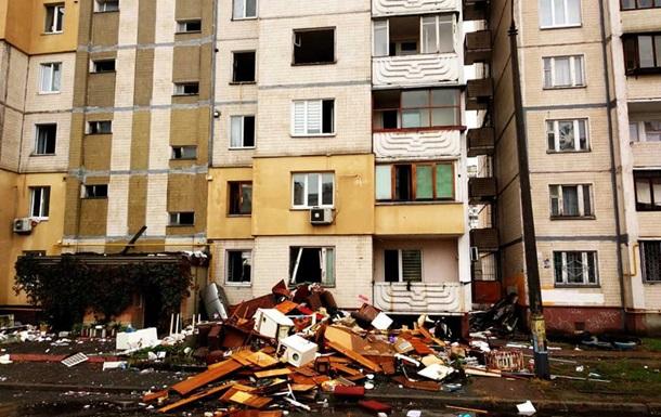 Речі постраждалих від вибуху будинку у Києві викинули з вікон - ЗМІ