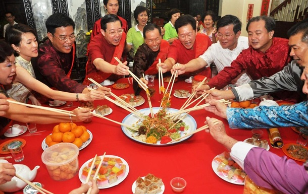 Китаец сбежал со свидания, на которое пришли 23 родственника женщины