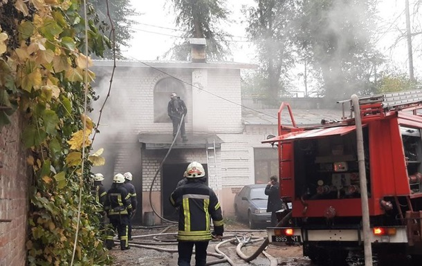 В Харькове возник пожар в доме с пиротехникой