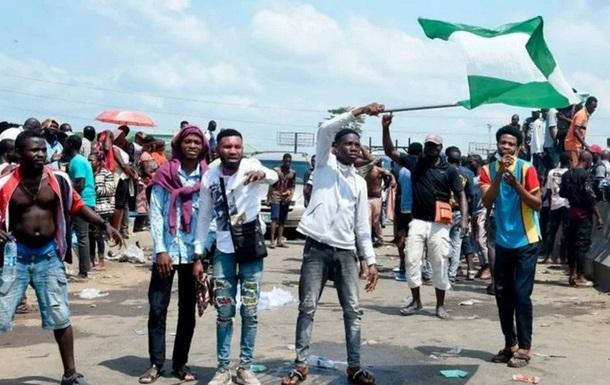 В Нигерии активисты сожгли 11 участков полиции