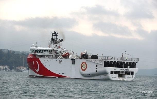 Фрегат Греции выдворил турецкое судно из спорных вод в Средиземноморье