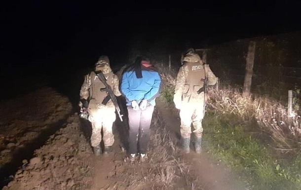 В Украине задержали иностранца, который шел  к маме в Германию