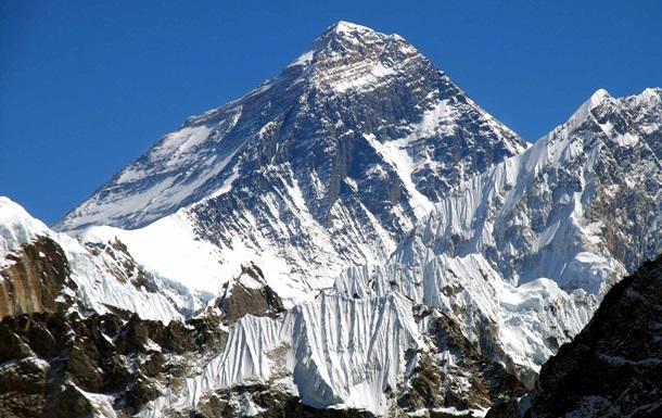 У Непалі заборонили підніматися на Еверест